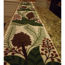 Christmas Wreath Christmas Colors on White table Runner 14.5 x10